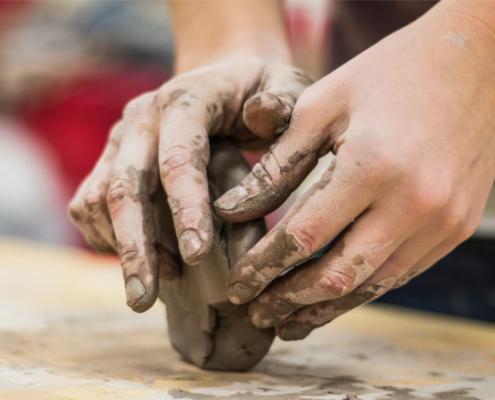 Arte em cerâmica artesanal
